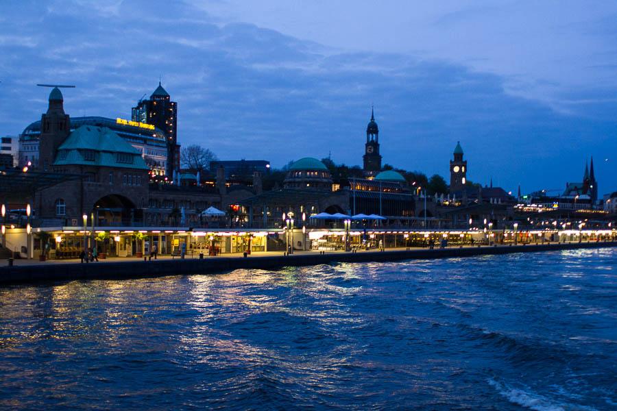 Hamburg von der Elbe aus Peter Neubauer